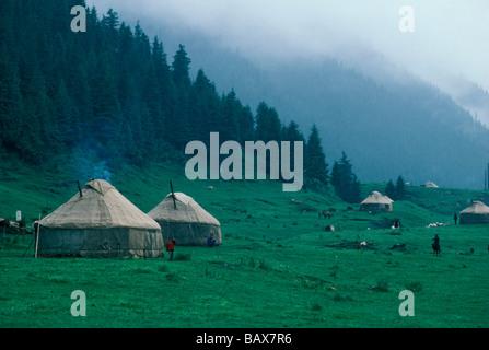 Kasachischen Jurten in der Provinz Xinjiang im Westen Chinas - Stockfoto