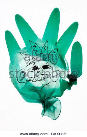 gebrochene OP-Handschuh mit Gesicht drauf zeichnen - Stockfoto