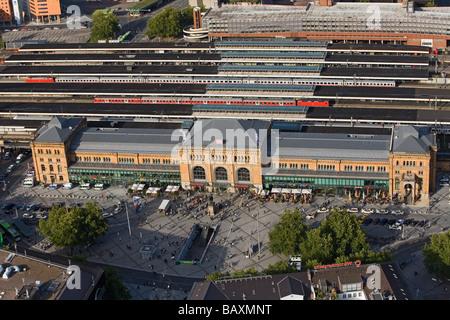 Luftbild des Hauptbahnhofs Hannover und quadratisch und Fußgänger Mall, Niedersachsen, Deutschland - Stockfoto