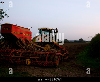 Gummikette Crawler Vorbereitung Feld für Weizen Suffolk UK - Stockfoto