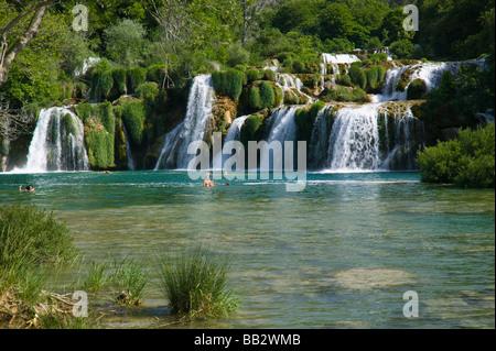 Kroatien, Sibenik-Knin Region KRKA Nationalpark. Skradinski Buk Wasserfälle - Stockfoto
