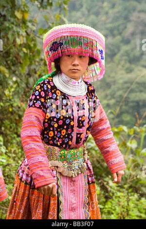 H.Mong Hill Tribe Mädchen in Vietnam tragen ihre neuen Outfits am 1. Januar 2009 - Stockfoto
