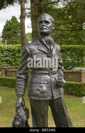Group Captain Sir Douglas Robert Steuart Bader CBE DSO DFC FRAeS-Statue - Stockfoto
