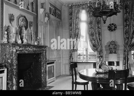wohnen in den 50er jahren finest wohnen esszimmer sitzecke mit radio er jahre er jahre mbel. Black Bedroom Furniture Sets. Home Design Ideas