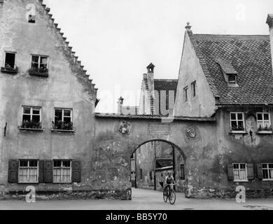 Geographie/Reisen, Deutschland, Augsburg, Fuggerei, Außenansicht, Tor, 1959, Additional-Rights-Spiel-NA - Stockfoto