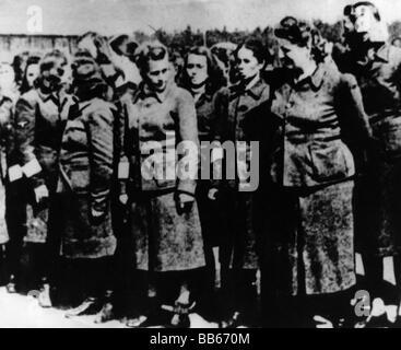 Nazismus/Nationalsozialismus, Verbrechen, Konzentrationslager, Bergen-Belsen, gefangengenommene weibliche Aufseher, - Stockfoto