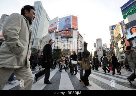 Kreuzung am Bahnhof Shibuya in Tokio, Japan, Asien - Stockfoto