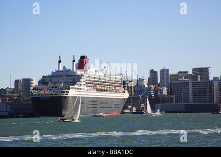 Kreuzfahrtschiff Queen Mary 2 besucht Hafen von Auckland, Neuseeland - Stockfoto
