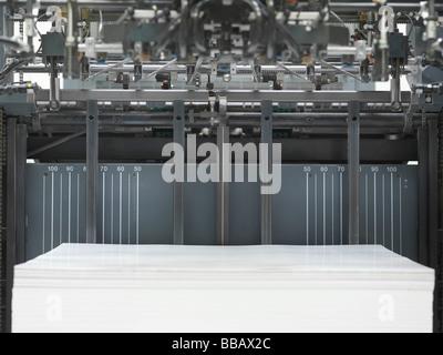 Papier im Drucker - Stockfoto