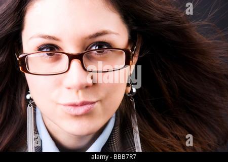 sch ne junge frau gesicht mit brille ber nat rlichen. Black Bedroom Furniture Sets. Home Design Ideas
