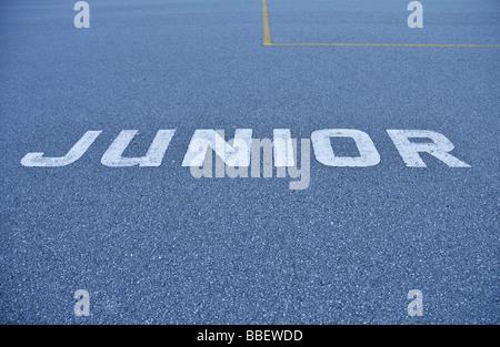 """""""Junior"""" auf dem Bürgersteig einen Schulhof gemalt - Stockfoto"""