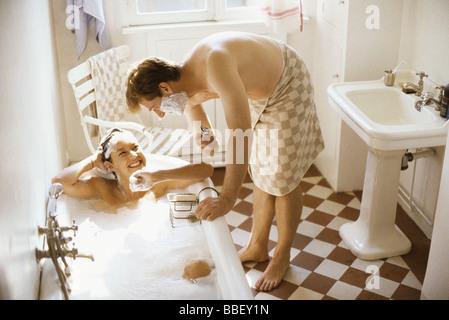 junges paar in der badewanne mit romantischen zeit stockfoto bild 27233765 alamy. Black Bedroom Furniture Sets. Home Design Ideas