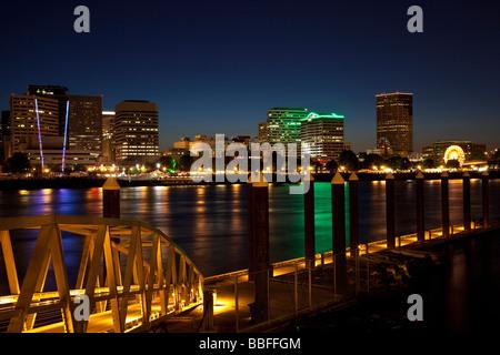 Die Innenstadt von Portland Oregon am Abend USA - Stockfoto