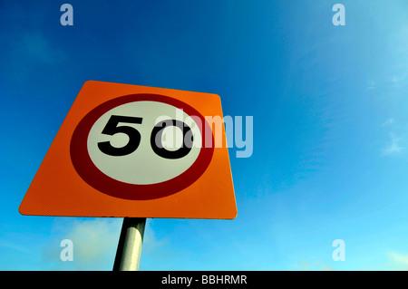50 km/h Höchstgeschwindigkeit Zeichen, UK - Stockfoto