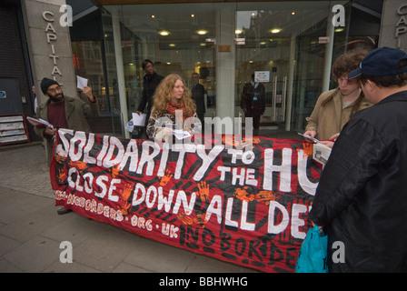 Demonstration in London Büros von Kalyx, Harmondsworth Immigration Removal Centre gegen Menschenrechtsverletzungen - Stockfoto