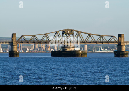 dh Kincardine Bridge KINCARDINE FIFE Kincardine Bridge Road Bridge Center überspannen River Forth und Grangemouth - Stockfoto