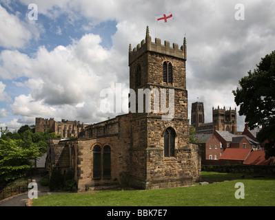 St Margaret's Church Durham mit Schloss und Kathedrale im Hintergrund, England, Großbritannien Stockfoto