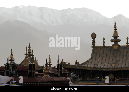 Goldenen Dächern der Heiligen Jokhang-Tempel, wichtigste Heiligtum in Lhasa, Tibet, China, Asien - Stockfoto