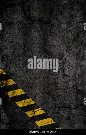 Asphalt Hintergrundtextur mit Bauschilder - Stockfoto