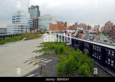 Der neue High Line Park im New Yorker Stadtteil Chelsea wird auf Montag, 8. Juni 2009 gesehen. - Stockfoto