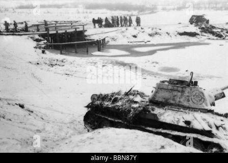 Veranstaltungen, Zweiten Weltkrieg/WWII, Russland 1944 / 1945, Deutsche Infanterie marschieren zu einer Baugruppe - Stockfoto