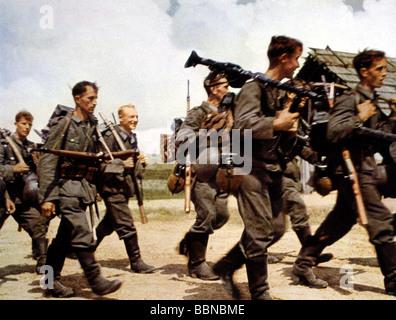 Veranstaltungen, Zweiten Weltkrieg/WWII, Russland 1942 / 1943, Deutsche Infanterie auf dem März, circa 1942, field - Stockfoto
