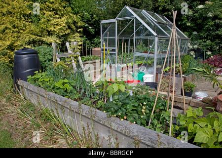 Produktive Gemuse Grundstuck Mit Hochbeet Gewachshaus Und Kompost