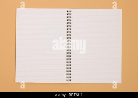 Spiral-Notizbuch mit leeren Seiten - Stockfoto