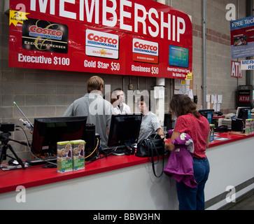 Mitgliedschaft-Zähler, Costco Lager, USA - Stockfoto