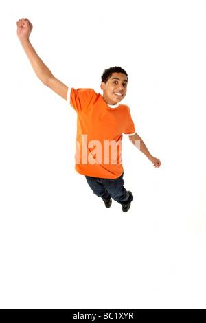 Junge springt im Studio - Stockfoto