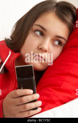 Junge Mädchen warten auf Anruf - Stockfoto