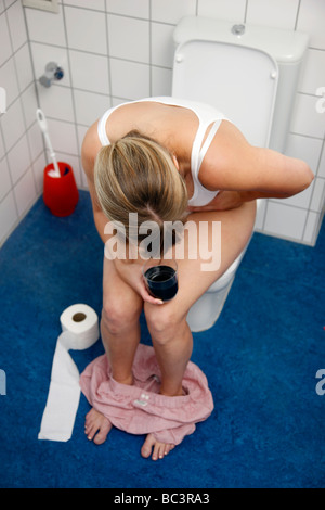 frau mit durchfall auf eine toilette stockfoto bild 24670393 alamy. Black Bedroom Furniture Sets. Home Design Ideas