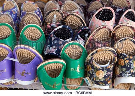 zeigen Sie im Schuhgeschäft indoor Hausschuhe für zu Hause Japan an - Stockfoto