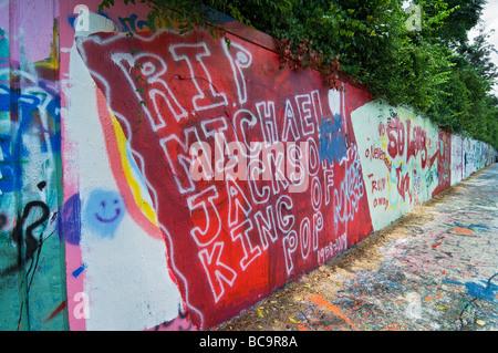 Hommage an Michael Jackson nach seinem Tod entlang Gainesville Florida Graffiti Wall - Stockfoto