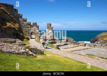 Tintagel Island und das Schloss legendäre Heimat von Camelot und Geburtsort von König Arthur Cornwall England UK - Stockfoto