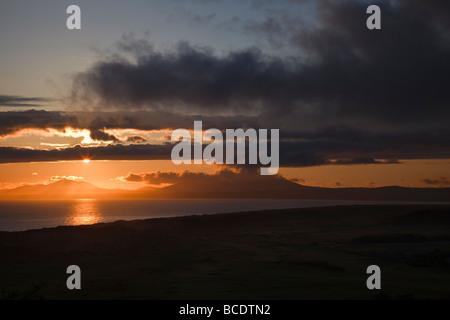 Sonnenuntergang über Morfa Harlech und Blick auf die Lleyn-Halbinsel von Harlech, Snowdonia-Nationalpark, Wales - Stockfoto