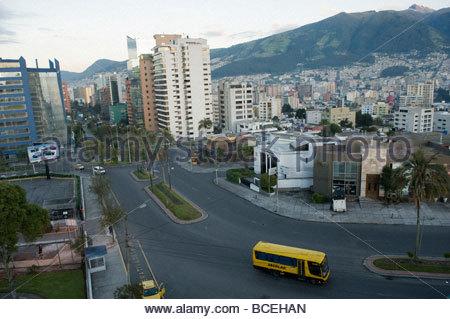 Eine Fläche von Quito, Ecuador in den Abend. - Stockfoto