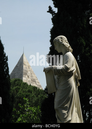 Grabstein in protestantischen Friedhof in der Nähe von Piramide, Rom - Stockfoto