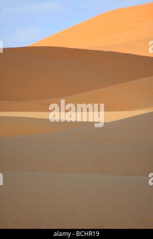 Erg Chebbi Sanddünen in der Sahara-Wüste, in der Nähe von Merzouga, südlichen Marokko Nordafrika - Stockfoto