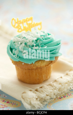 Close-up-Muffins mit Zuckerguss und Streusel - Stockfoto