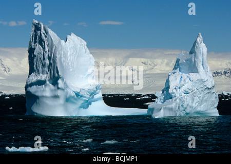 Freiform Eisberge schwimmen im antarktischen Ozean in der Nähe von S. Georgia IsSummer - Stockfoto