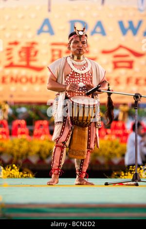 "Sänger Yijidadao, Taiwan 2007 Golden Melody Award Gewinner 2009"" EIN DA WANG' indigenen Kulturen Festival in Hualien - Stockfoto"