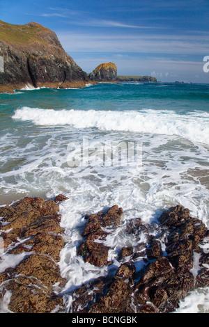 Kynance Cove die Eidechse auf sonnigen Sommern Tag blauer Himmel Sonnenschein Cornwall England UK GB Vereinigtes - Stockfoto