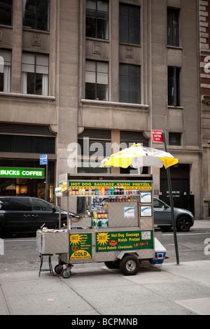 Leere Hot Dog Cart Verkäufer in einer Straße in New York USA Mai 2009 - Stockfoto