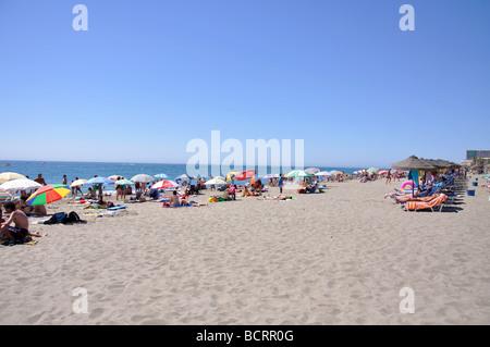 Playa del Bajondillo, Torremolinos, Costa del Sol, Provinz Malaga, Andalusien, Spanien - Stockfoto