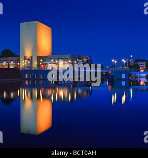 Groninger Museum in der blauen Stunde Groningen Niederlande - Stockfoto