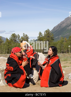 Carcross Tagish First Nation Menschen, Familie feiert National Aboriginal Day in traditioneller Kleidung, Tlingit - Stockfoto