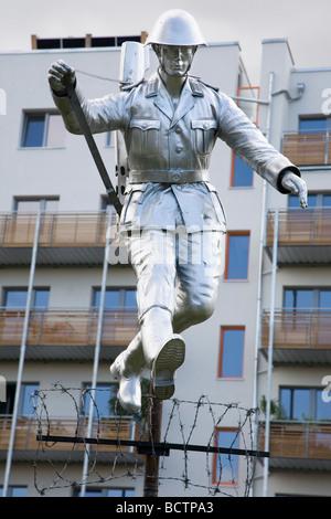 Denkmal für DDR Grenze zu schützen, Conrad Schumann, Bernauer Straße, Berlin, Deutschland - Stockfoto
