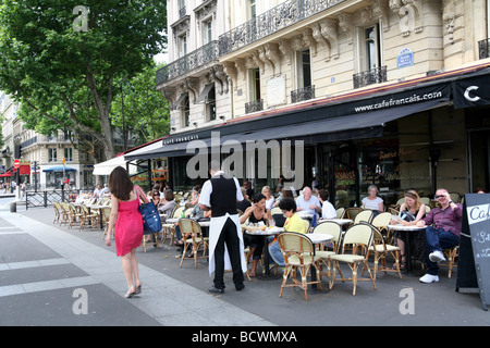 Freiluft-Café in Paris - Stockfoto