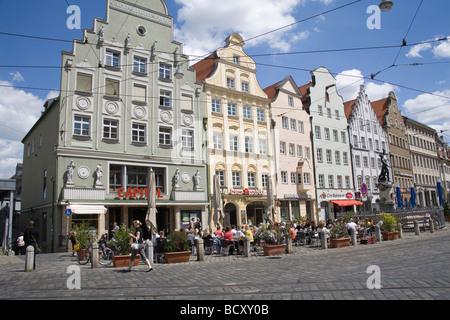 Augsburg Bayern Deutschland EU A beschäftigt Open-Air-Café in einem Quadrat auf Maximilianstraße eine Prachtstraße - Stockfoto